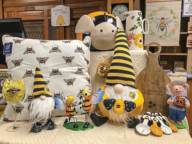 seaside country store bees